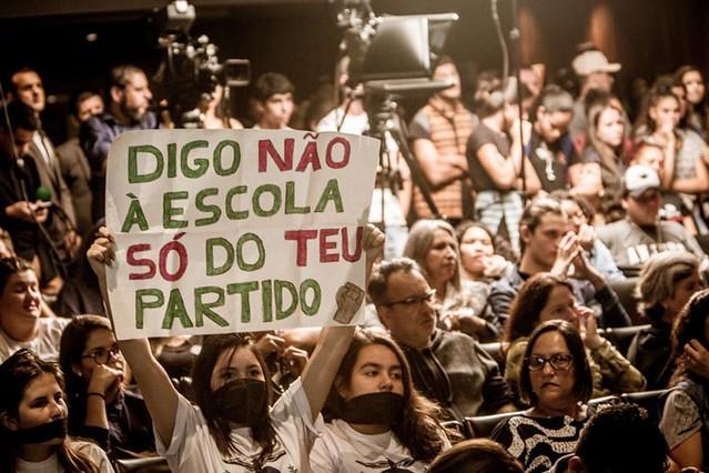 """""""No dia 26 de abril de 2019, Bolsonaro e o Ministro da educação, Abraham Weintraub, anunciaram mais um ataque à filosofia e sociologia"""" - Créditos: Leandro Taques"""