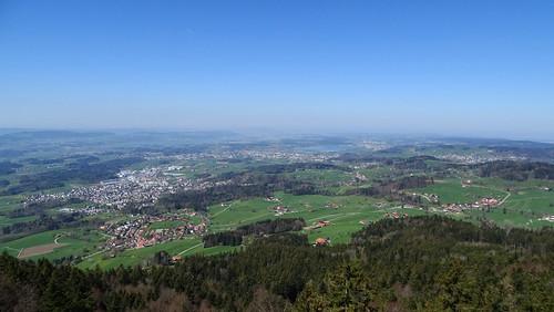 Blick vom Bachtelturm über das Züricher Oberland und den Pfäffikersee