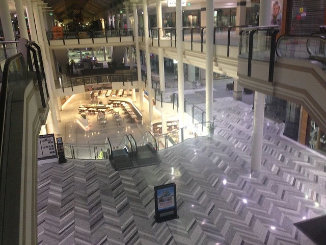 commercial_floor_polishing_shopping