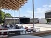 Photo:今日は月曜日スケジュールで動いている大分県立芸術文化短期大学。気候が良いので音楽ホール/レストランの外が過ごしやすいです。画像中央奥にあった学食の建物は解体が終わっていました。 By satetsu