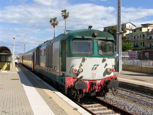 D445.1141 at Cariati with IC1542 11:55 Reggio Calabria to Sibari, 5th May 2019