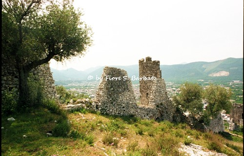 Avella (AV), 1996, Il Castello di Avella o Castello di San Michele.