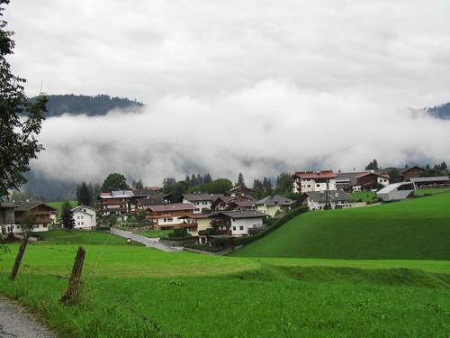 20110908 23 220 Jakobus Ortschaft Berge Wolken Wiese