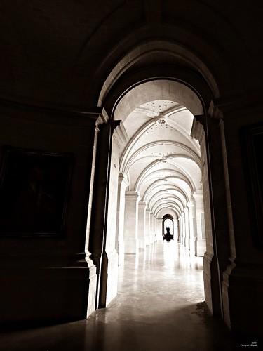 Au fond du couloir à gauche