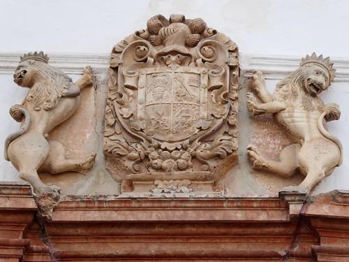 Lucena (Córdoba-España). Casa señorial del siglo XVIII. Portada. Escudo