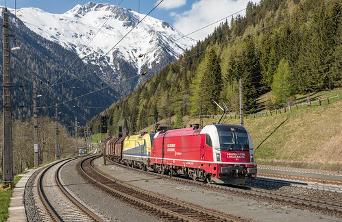Salzburger Lokalbahn 91 (1216 940) en CargoServ 1216 930. Mallnitz-Obervellach
