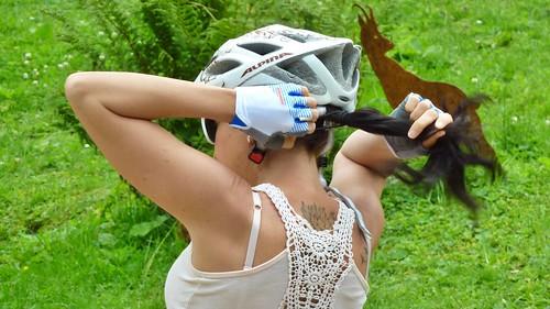 Fahrradhelm mit Pferdeschwanz