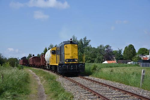 BSH 2454 met goederentrein, Stadskanaal, 19-05-2018