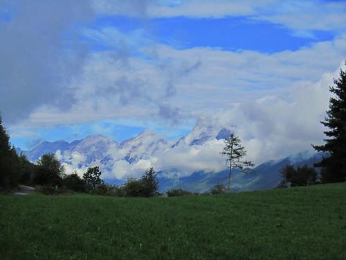 20110912 27 107 Jakobus Weg Wald Wiese Berge Wolken
