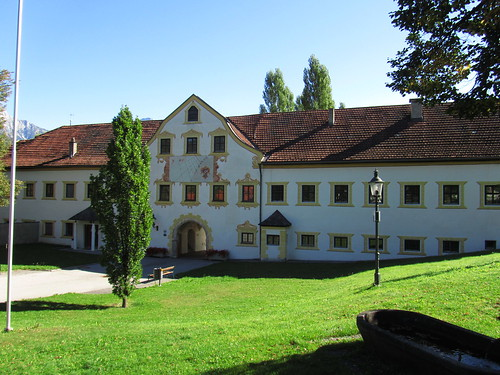 20110913 28 133 Jakobus Kloster Stams Hausfassade Fenster