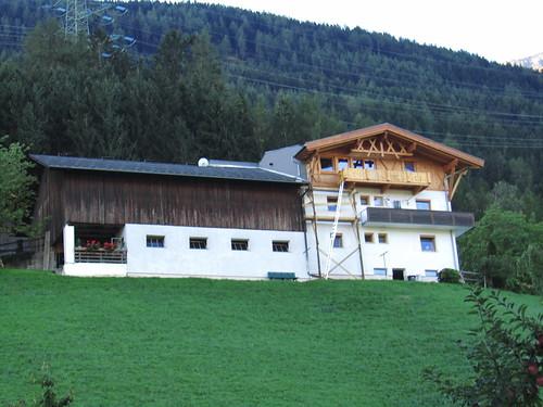 20110913 28 040 Jakobus Berg Hügel Wald Bauernhof Haus