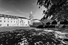 L'abside de l'église abbatiale et une partie des bâtiments conventuels. - Photo of La Jard