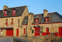 Châteaux, maisons, églises, bâtiments. Buildings, churches, houses and so on....