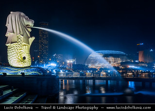 Singapore - Merlion Statue - Iconic Landmark at Night