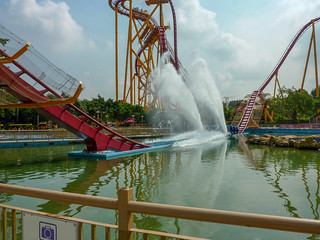 Photo 10 of 10 in the Dive Coaster gallery