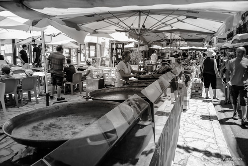 Paella and other dishes (Saint-Cyprien/FR)
