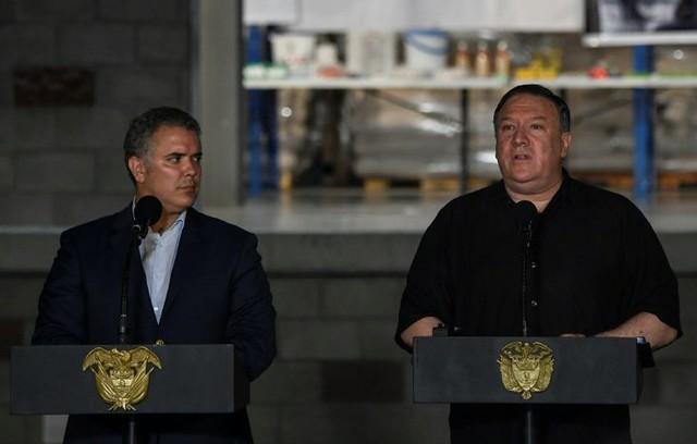 Secretário de Estado americano Mike Pompeo (à direita) e presidente colombiano Ivan Duque se reúnem em Cúcuta, nesta segunda-feira (14) - Créditos: Foto: Juan Barreto/AFP