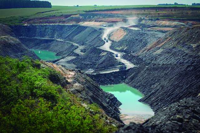 Extração de carvão no RS: impacto ambiental e social e ínfma geração de empregos - Créditos: Foto: Jornal Extra Classe