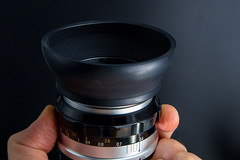 Rubber lens hood on a prime lens