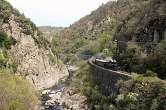Hugging The Gorge, Road And Rail