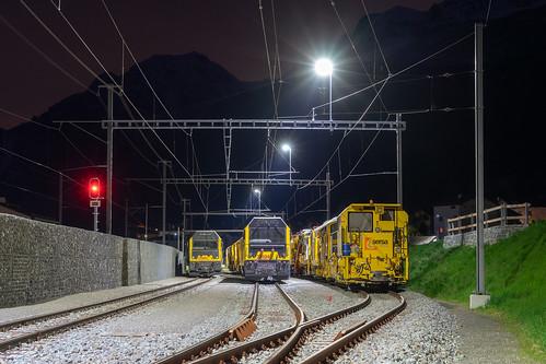 Rail power in the night: yellow (2/2)