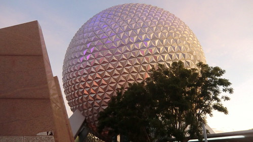 Florida - Orlando: EPCOT - Sunset reflection @ Spaceship EARTH (Walt Disney World)
