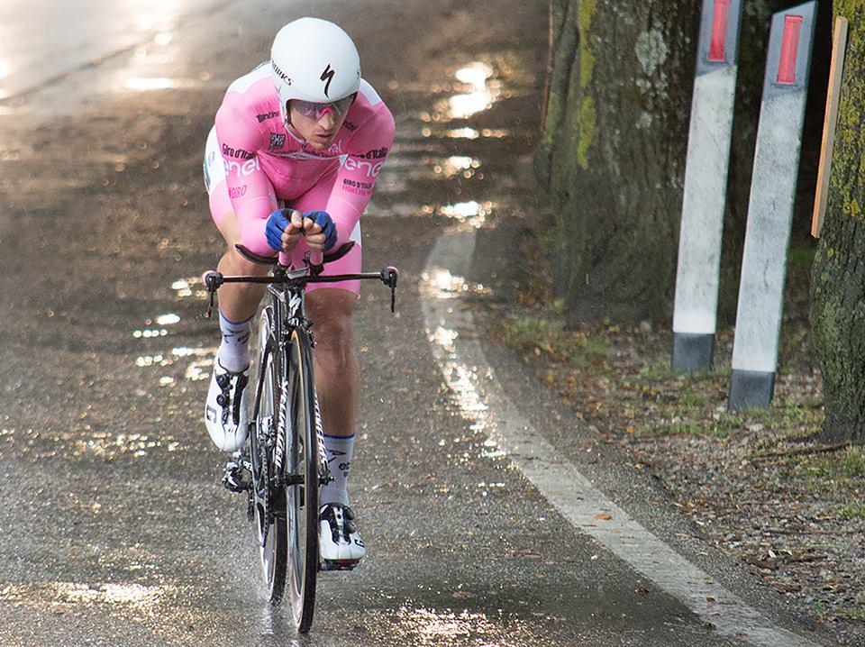 Giro 2016 - Cronometro del Chianti Classico - passaggio da Castellina in Chianti - la maglia rosa Gianluca Brambilla (foto inviata dal sig. Massimo)