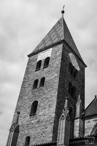 Tour-clocher romane de l'abbatiale de Wissembourg datant du XIe siècle