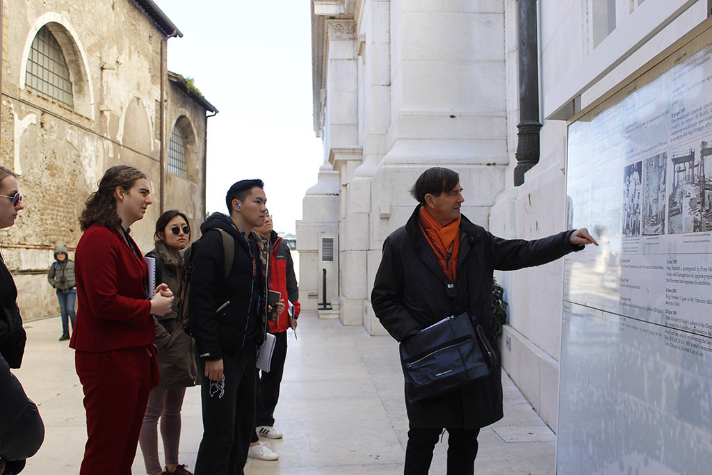 Cornell in Rome lecturer Jeffrey Blanchard goes over the Vittorio Emanuele II Monument's history with students.  photo / Wendolyn Gonzalez (B.Arch. '21)