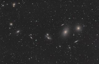 室女座星系团里的马卡良星系链