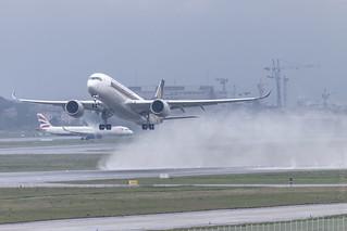 Airbus a350-941 9V-SHE @LFBO