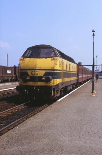 6530 Mol 22 april 1990