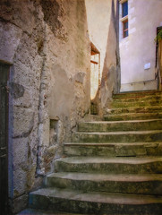Twelve steps up - Photo of Saint-Médard
