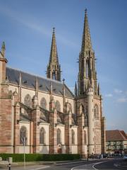 L'immense église Saints-Pierre-et-Paul