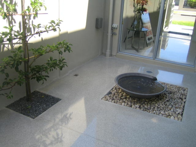 light-grey-white-marble-chips-terrazzo-insitu