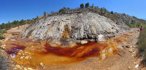 Eflorescencias de sulfatos de hierro (posiblemente, halotriquita) por alteración de pirita - Minas de Riotinto (Huelva, España) - 07