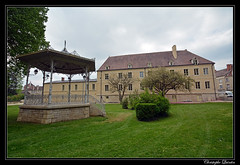 Châtillon-sur-Seine - Jardin de la mairie et du Souvenir français