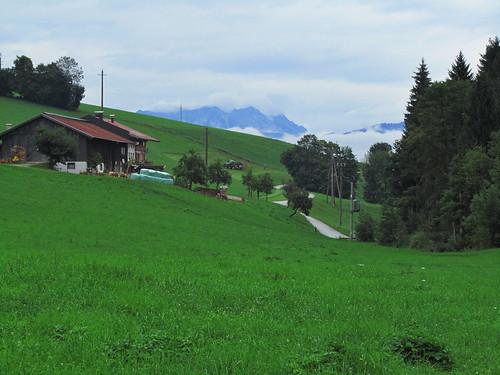 20110908 23 441 Jakobus Weg Wiese Berge Wolken Wald Hütte