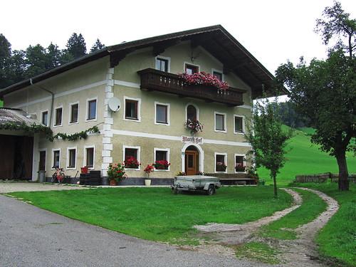 20110908 23 443 Jakobus Bauernhaus Fenster Baum