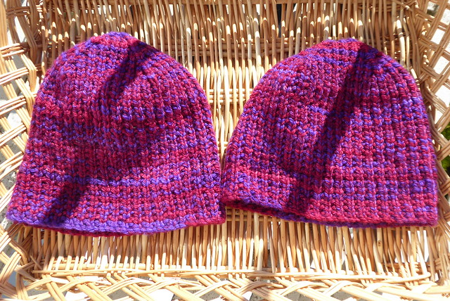 2018-09-29_Rice-stitch-hats_Royal-Hare-merino-purple-pink