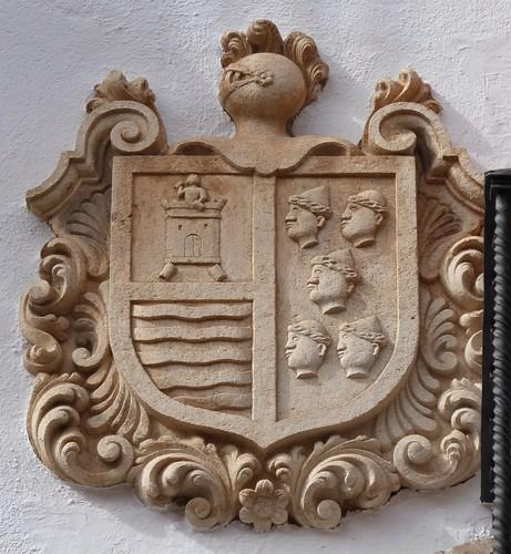 Lucena (Córdoba-España). Calle Julio Romero de Torres. Portada blasonada. Escudo