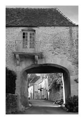 Porte Sud de Moutiers-Saint-Jean - Photo of Quincy-le-Vicomte