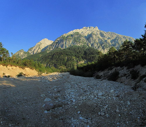 20110911 26 024 Jakobus Berge Wald ausgetrocknetes Flußbett_P01
