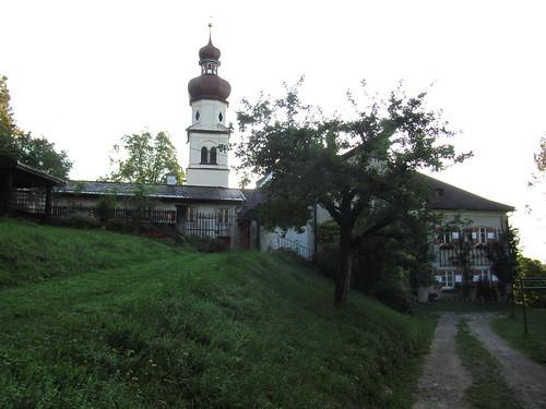 20110911 26 011 Jakobus St Martin Pilgerherberge Kirche Zwiebelturm Baum