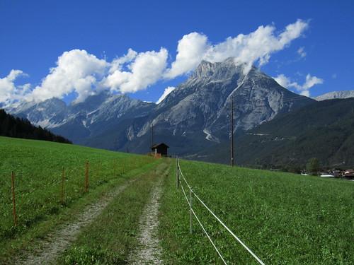 20110912 27 329 Jakobus Weg Berg Wolken Hütte Zaun Wiese Wald_K