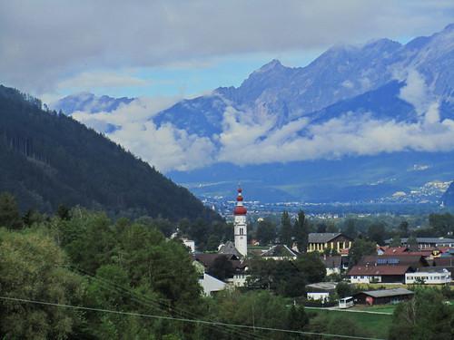 20110912 27 099 Jakobus Berge Wolken Ortschaft Kirche Turm