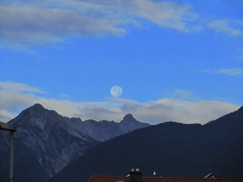 20110914 29 010 Jakobus Karres Berge Wolken Mond Wald_K