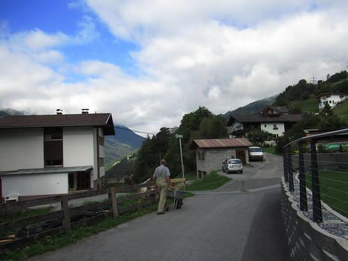 20110915 30 204 Jakobus Straße Weg Häuser Wolken Berge