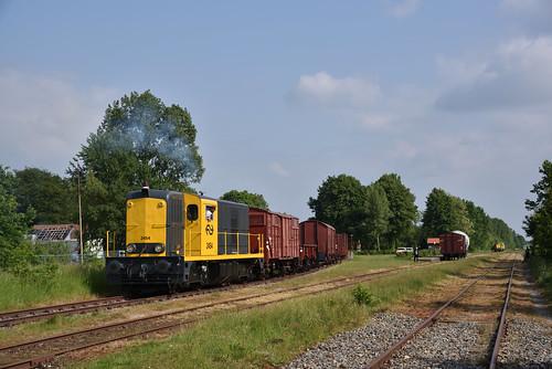 BSH 2454 met goederentrein, Musselkanaal, 19-05-2018