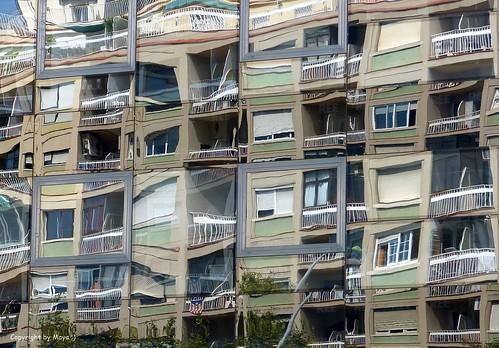 Spiegelungen in Barcelona * Reflections in Barcelona * Reflexiones en Barcelona * (Spanien/Spain/España)   . P1380659-002